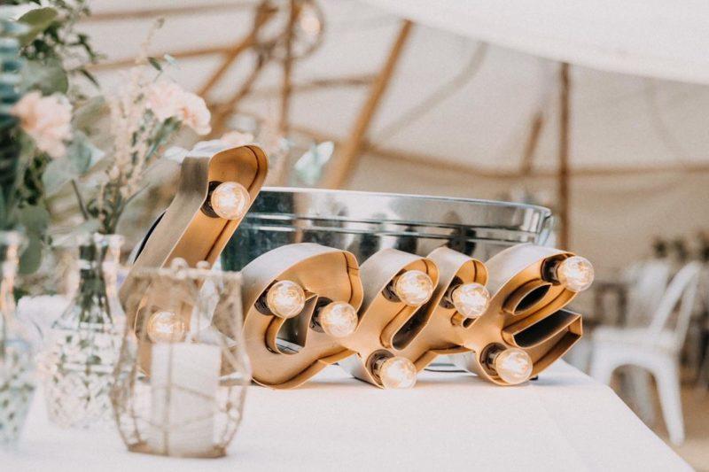 LOVE Hochzeit Glühbirnen